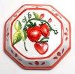 画像1: イタリア製 輸入雑貨 壁飾り イチゴ ストロベリー フルーツ 陶器 壁掛け 赤 レッド 八角形 風水 ハンドメイド バッサーノ リビングスタジオ 直輸入 BRE-195S-ST (1)