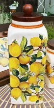 画像2: イタリア製 輸入雑貨 キャニスター パスタジャー 陶器 レモン 木製フタ パッキン スパゲティ 保存容器 カフェ キッチン LCS-674LE リビングスタジオ 直輸入 (2)