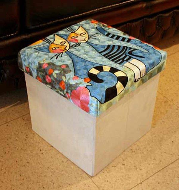 画像1: 輸入雑貨 スツール コンパクト ボックス 収納 刺繍 ロジーナキャット ロマンス RS-42 ブルー ロジーナヴァハトマイスター Rosina Wachtmeister 猫 トルコ ウィーン (1)