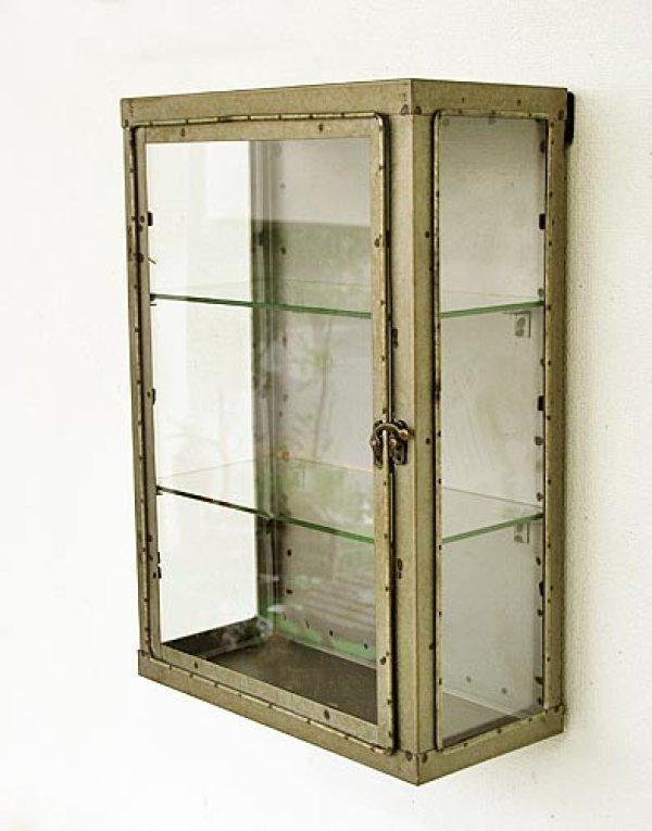 画像1: 輸入雑貨 バリヤード ショーケース コベントガーデン Covent Garden KI-97 飾り棚 壁掛け アイアン ガラス シャビーシック アンティーク風 送料無料 (1)