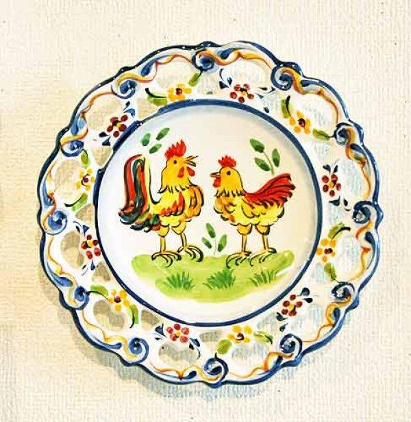 画像1: ポルトガル製 輸入雑貨 絵皿 ニワトリ ガロ 雄鶏 透かし 壁飾り クラシック 伝統柄 アルコバサ 20cm PFA-477ch リビングスタジオ (1)