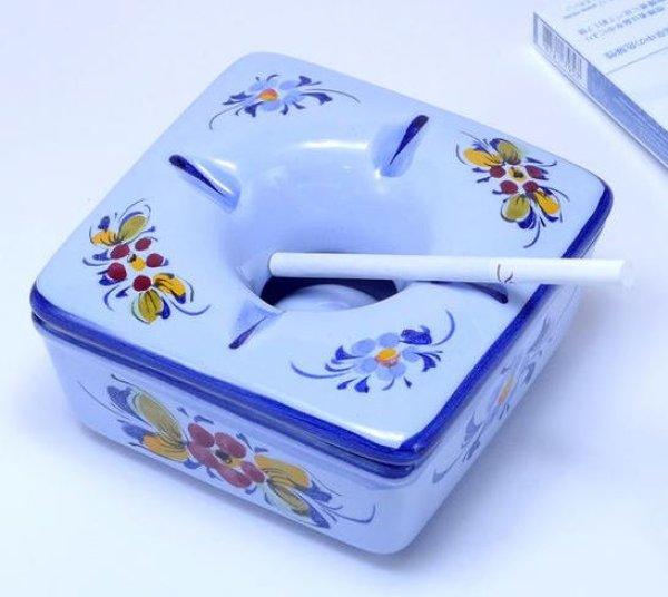 画像1: ポルトガル製 輸入雑貨 直輸入 陶器 灰皿 フタ付き 角型 花柄 ブルー 手描き アルコバサ 11cm PFA-631B (1)