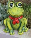 画像2: ポルトガル製 輸入雑貨 おすましカエル 陶器 置物 オブジェ リボン 赤 蛙 縁起物 ラッキーアイテム ガーデニング ハンドメイド PTO-530G (2)