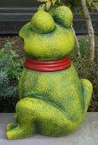 画像3: ポルトガル製 輸入雑貨 おすましカエル 陶器 置物 オブジェ リボン 赤 蛙 縁起物 ラッキーアイテム ガーデニング ハンドメイド PTO-530G (3)
